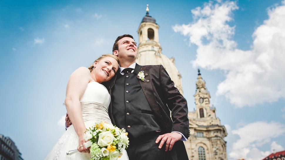 bridal couple in front of the Frauenkirche