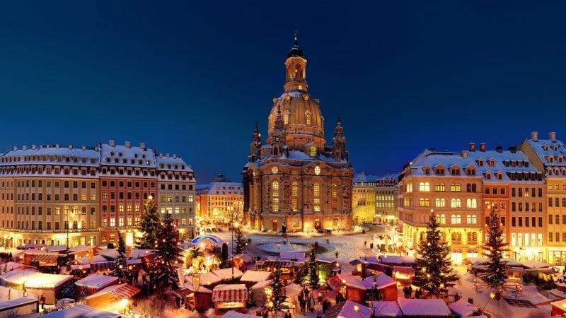 Weihnachten in Dresden - Blick auf den festlichen Neumarkt in Dresden