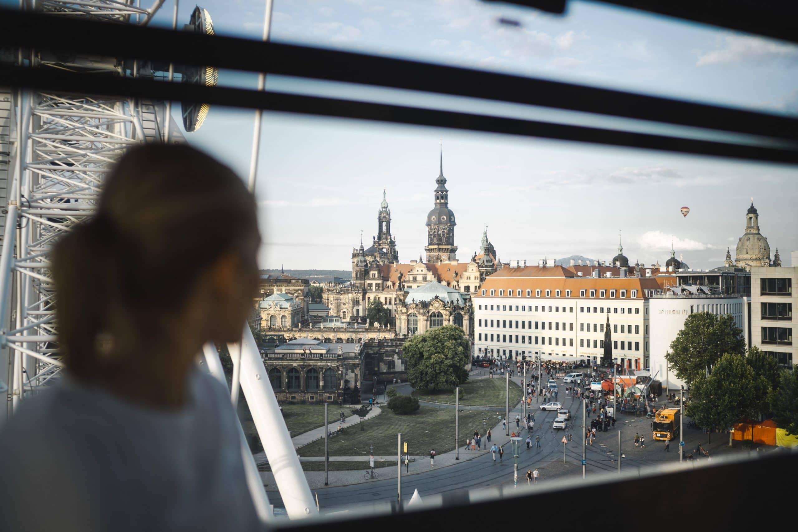 Fahrt mit Riesenrad Postplatz Dresden